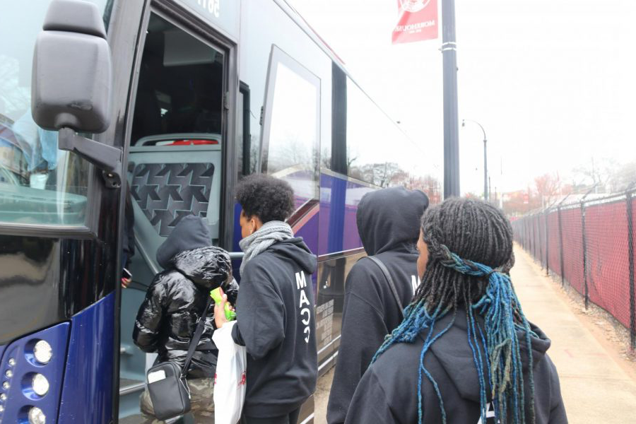 Boarding the bus, juniors Nykieta Alexander, Aliyah Edwards, Amber Smith and senior Kaliah Rodgers prepare to depart from a tour of Spelman University and 更多house University. Members of the Marquette Academic Cultural Club (MACC), alongside students from Kirkwood and Webster Groves, attended a college trip in Atlanta to tour local universities, dine at local eateries 和 meet new people from February 13-18.